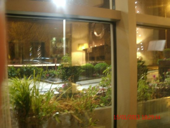 Harbour Hotel Galway:                   view outside lobby