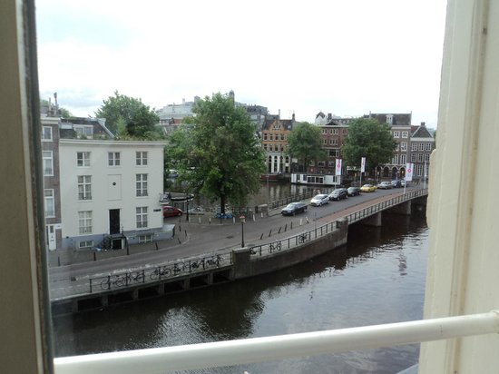 NH Amsterdam Doelen:                   Nice view of the canal