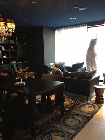 Andaz Amsterdam Prinsengracht:                   Library - communal area