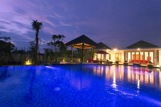 Badung, Indonezja: Two Bed Villa &amp; Main Pool At Night