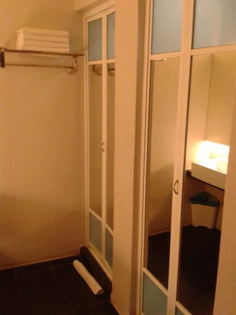 Toilet and shower with doors closed family room 3 38 for Boutique hotel 77 doors