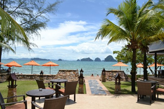 Amari Vogue Krabi:                   way to the beach