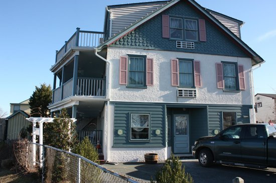 Ship Watch Inn:                   Note that all 3 stories have porches/balconies