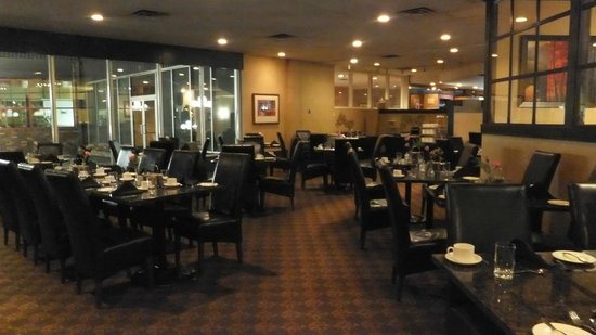 Holiday Inn Peterborough:                   Dining room in the evening