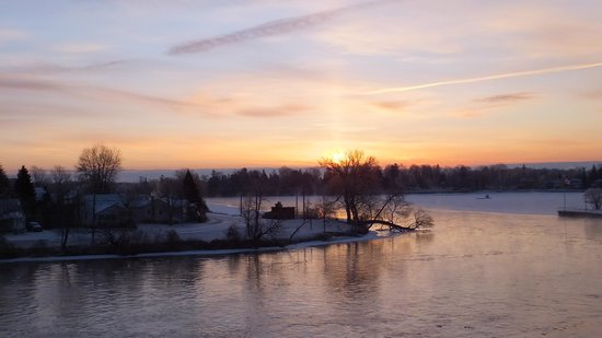 Holiday Inn Peterborough:                   Sunrise across the river
