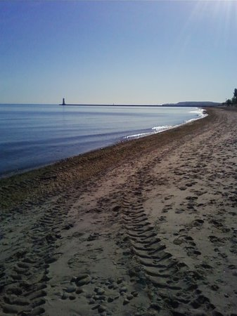 Sodus Point, Nowy Jork: Looking East down the Beach