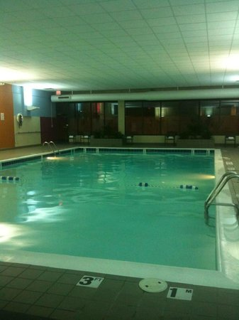 Doubletree Cleveland Downtown / Lakeside :                   Pool