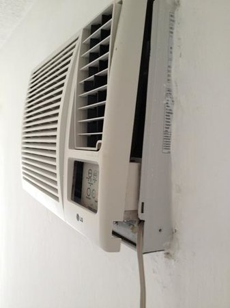 Dos Playas Hotel Cancun:                   air conditioning . nice!