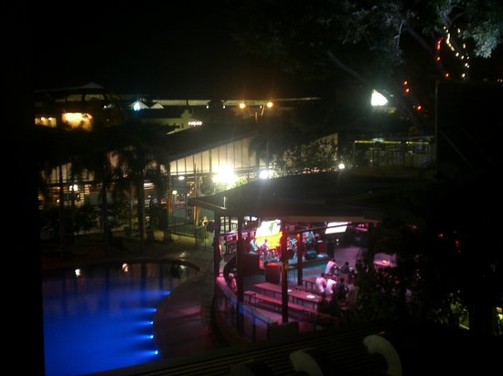 Gilligans Backpackers Hotel & Resort:                                     pool and pub