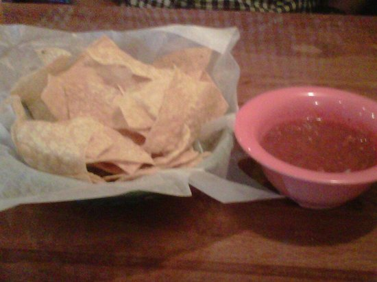 El Cerro Grande: fresh salsa and chips before meal