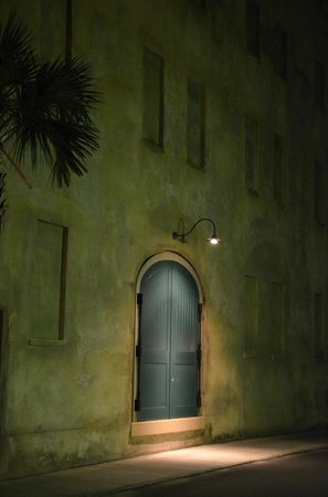 Courtyard by Marriott Charleston Historic District:                   Door in Green Wall
