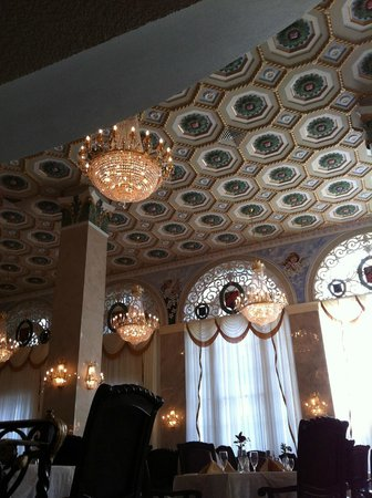 Floridan Palace Hotel:                   Chandeliers of dining room