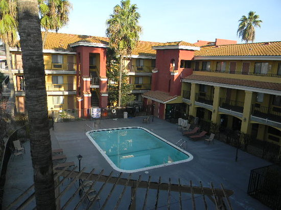Comfort Inn and Suites Rancho Cordova:                   outside view of the hotel