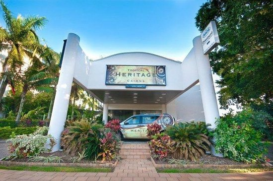 Tropical Heritage Cairns: Front of Hotel