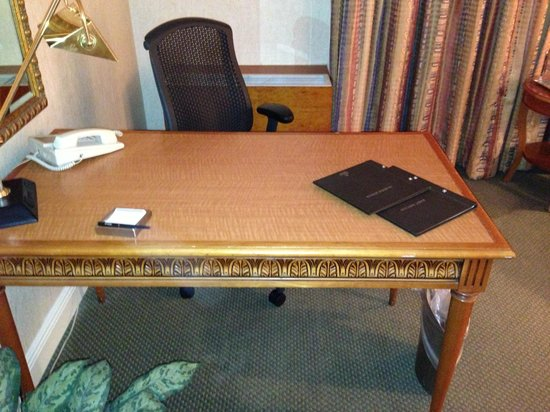 Hilton Tucson East: Desk