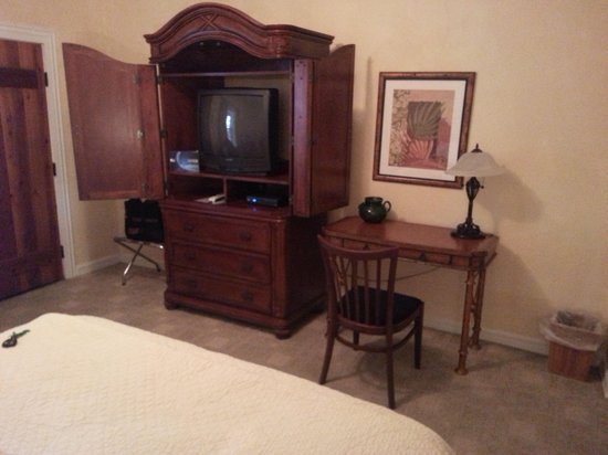 The Inn at Rancho Sonora:                   Clementine Desk and TV