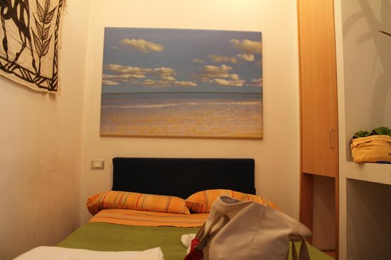 Bed & Breakfast Globetrotter:                   La camera da letto, molto intima!!!!