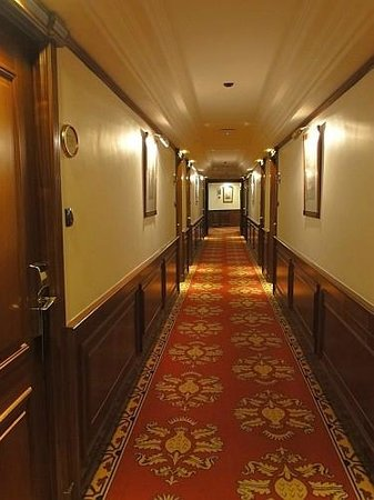 Melia white house hall leading towards the room for Habitacion familiar melia white house