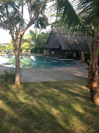 Popa Paradise Beach Resort:                   Swim up bar and pool.