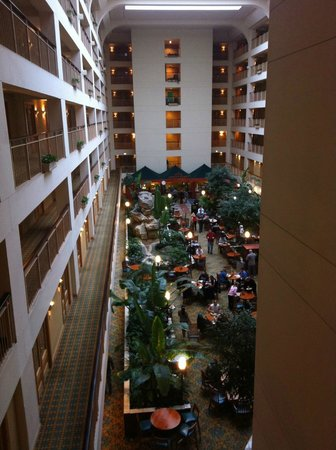 Embassy Suites Chicago O&#39;Hare Rosemont:                                     Centre