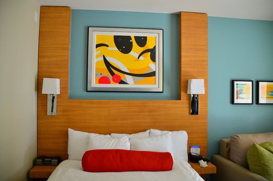 Bay Lake Tower at Disney's Contemporary Resort:                   Modern decor with Disney touches