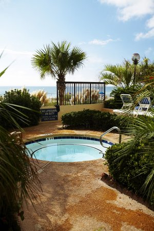 Compass Cove Oceanfront Resort: Pinnacle Outdoor Hot Tub