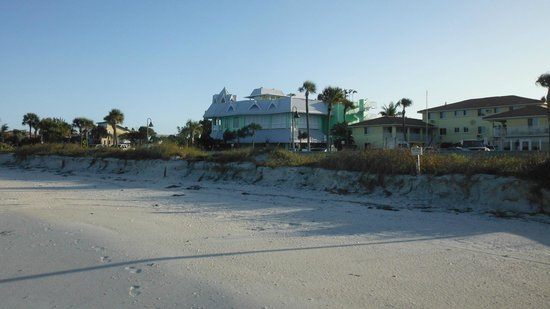                   Keystone Motel on right, Hurricane Restaurant on Left from Beach.