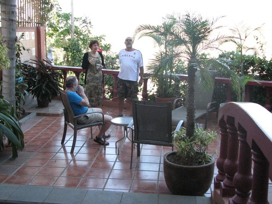 Casa Bella Rita Boutique Bed & Breakfast:                   Early morning chat