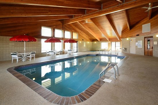 AmericInn Lodge & Suites Okoboji : Indoor Heated Swimming Pool, Whirlpool & Sauna