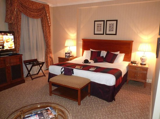 Millennium Hotel London Mayfair: Spacious, comfortable room.