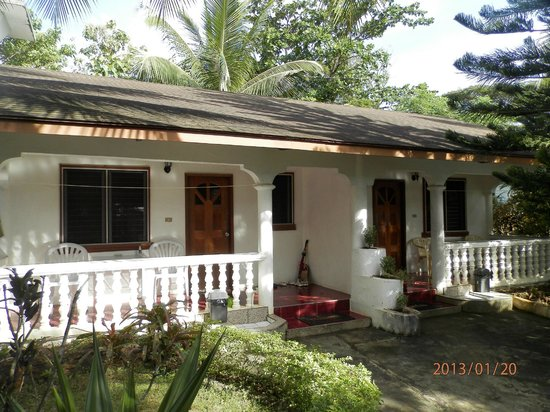 Flower Garden Resort: Bungalow 4+5