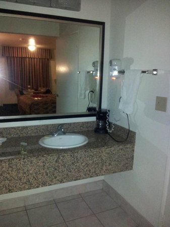 Travelodge Banning Casino and Outlet Mall: washbasin