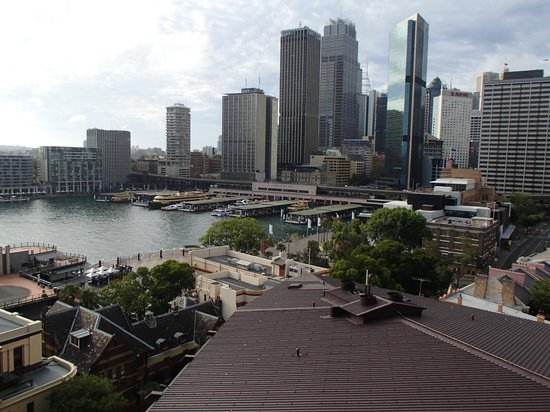 Holiday Inn Old Sydney:                   View of city from roof top.