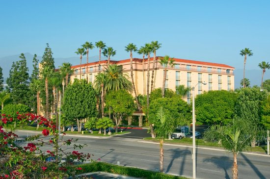 Embassy Suites Arcadia - Pasadena Area: Hotel Exterior