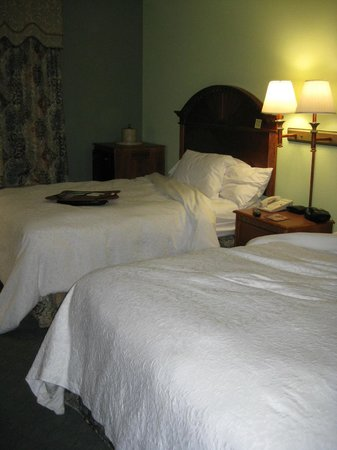 Hampton Inn Winter Haven:                   Two queen beds