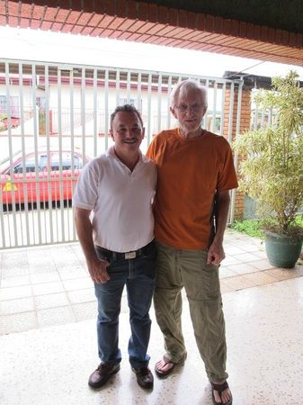 Alegria Bed and Breakfast: Luis and Mr. George