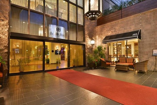 The Hills Hotel, an Ascend Collection by Choice Hotels: Hotel Entrance