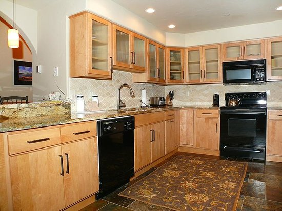 Canyon Creek Condominiums: Sample Kitchen