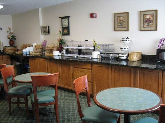 La Quinta Inn & Suites Westminster Promenade: Breakfast Area