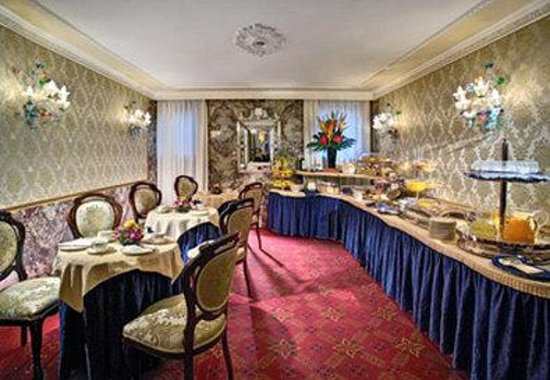 BEST WESTERN Montecarlo: Breakfast Area