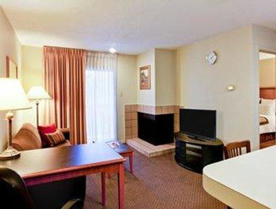 Hawthorn Suites by Wyndham - Arlington DFW South: Suite