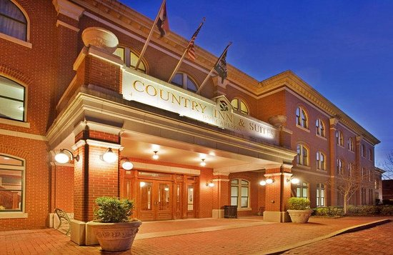 Country Inn and Suites St Charles: CountryInn&amp;Suites St.Charles  ExteriorNight