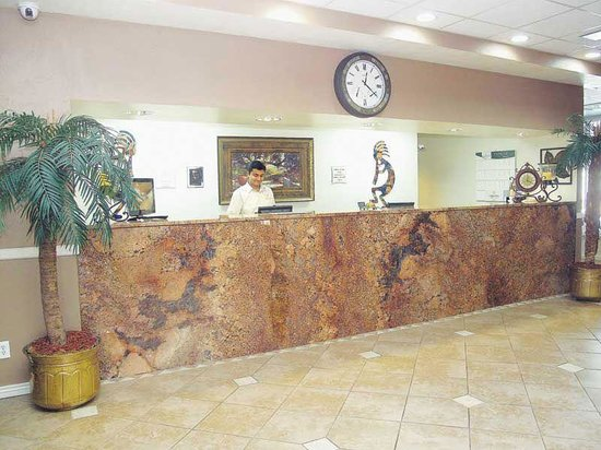 La Quinta Inn Fort Collins: Front Desk