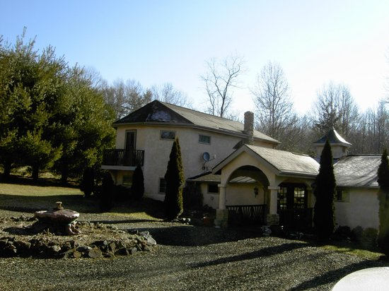 Bella La Vita Inn: Outside view on a winter February morning