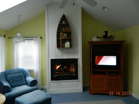 New Buffalo Inn &amp; Spa: Fireplace in sitting area.
