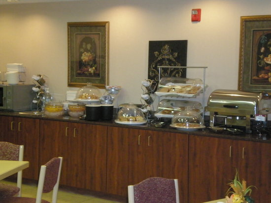 Comfort Suites: Hot and Cold Extended Breakfast Buffet