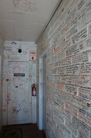 Cyndi's Snowline Lodge: Wall of Messages