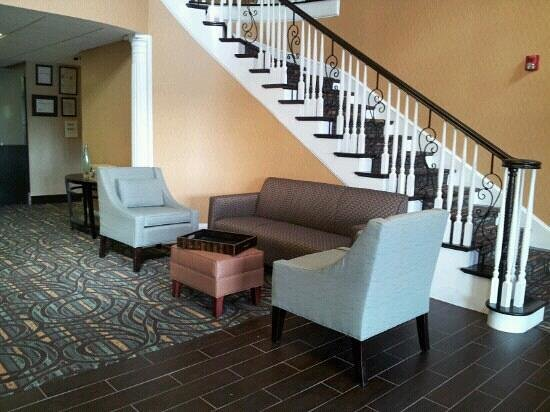 Comfort Inn & Suites at Stone Mountain:                                     lobby