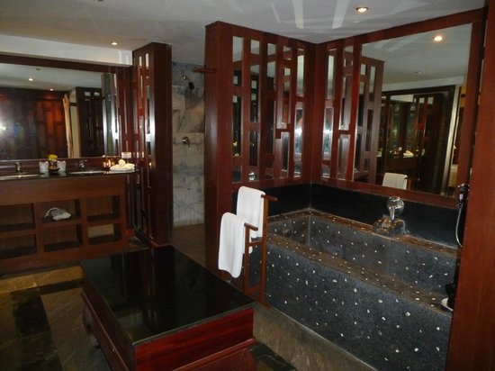 Baan Yin Dee Boutique Resort: bathroom