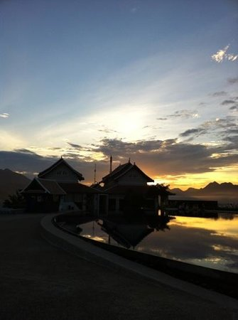 Luang Prabang View Resort:                                     sunset time ..at Latitude 797 Skyy Lounge